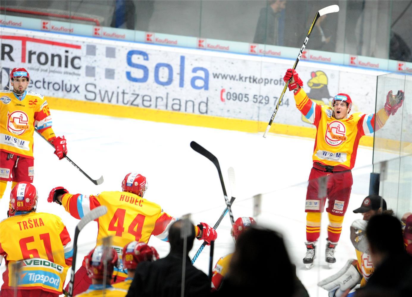 bb5224dc7 PIEŠŤANY 28. novembra (SITA) - Hokejisti Trenčína zvíťazili 4:2 v  Piešťanoch nad hráčmi HK Orange 20 v utorňajšom zápase 23. kola Tipsport  ligy.