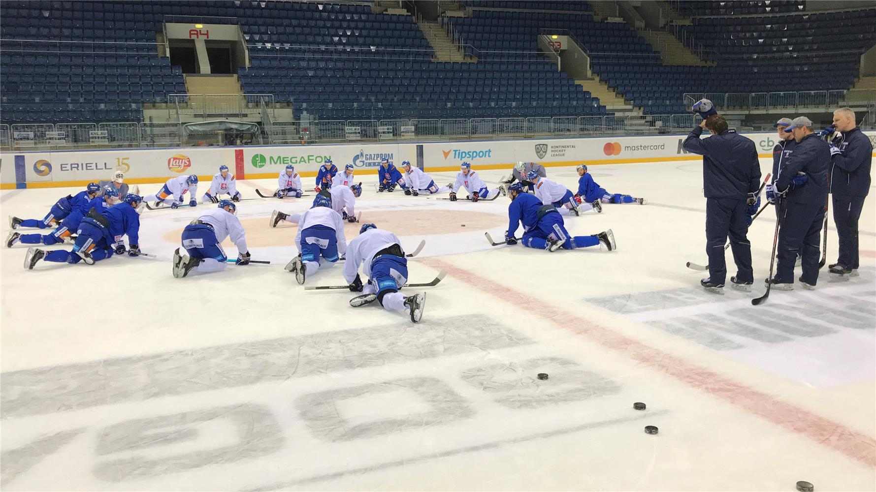 1d8c7e9cdecd1 BRATISLAVA - Na blížiacom sa hokejovom turnaji o Švajčiarsky pohár v  Luzerne (13.- 14. 12.) nebude reprezentovať Slovensko štvorica Adam Drgoň,  ...
