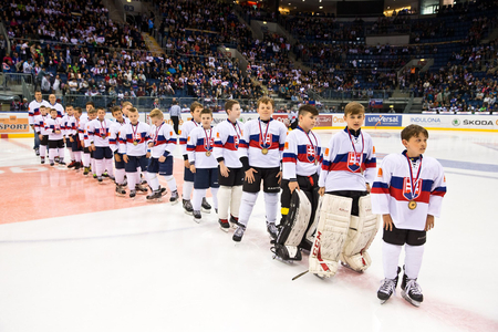 Keď tlieska vyše 8000 divákov, víťazi Orange Miínihokej Tour 2016 z HC Slovan