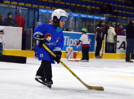 Prvá úloha s hokejkou na korčuliach, foto SZĽH - dkos