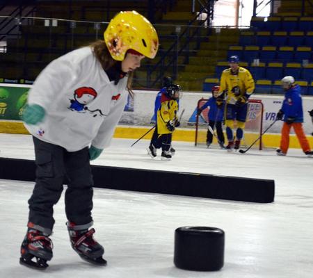 Hry na ľade i hokejové cvičenia deti lákajú, foto SZĽH - dkos