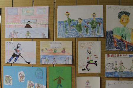 """Zaujala aj výstava výtvarných prác detí základných a materských škôl zo Skalice a okolia na tému """"Hokej"""". Foto Miroslav Minďáš"""