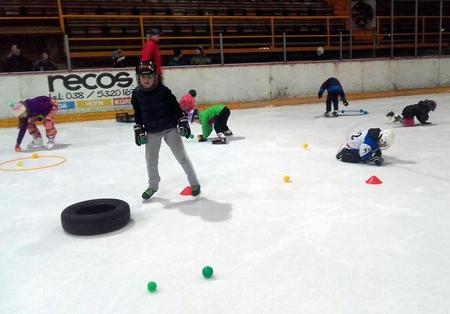 Hra, šantenie na ľade - cesta prirodzeného rozvoja osobnosti, foto Diana Kosová